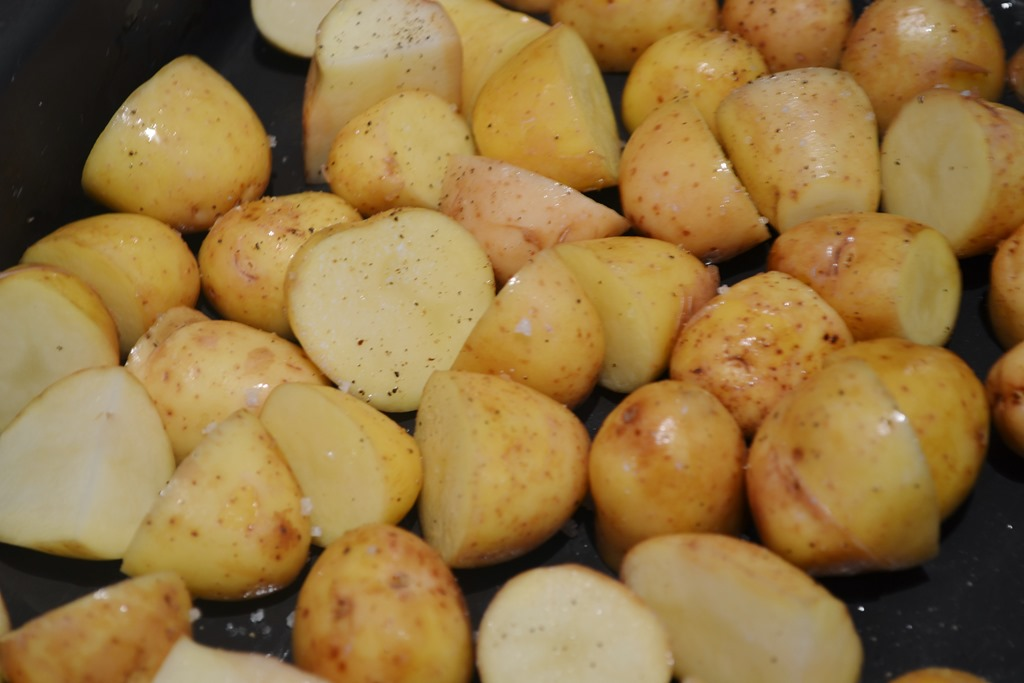 New potatoes ready to roast- Steamed new potatoes are also delicious ...