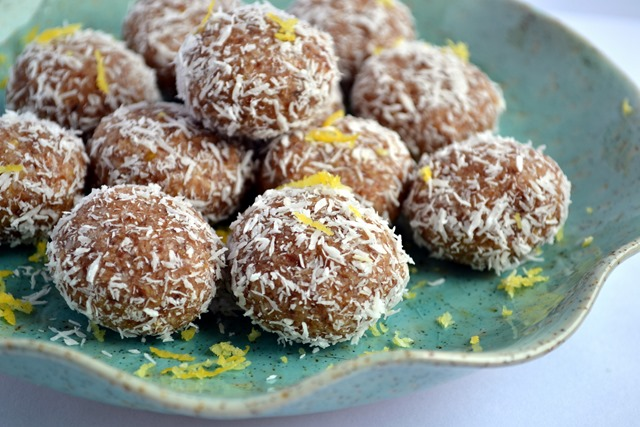Raw Lemon-Lucuma Macaroons