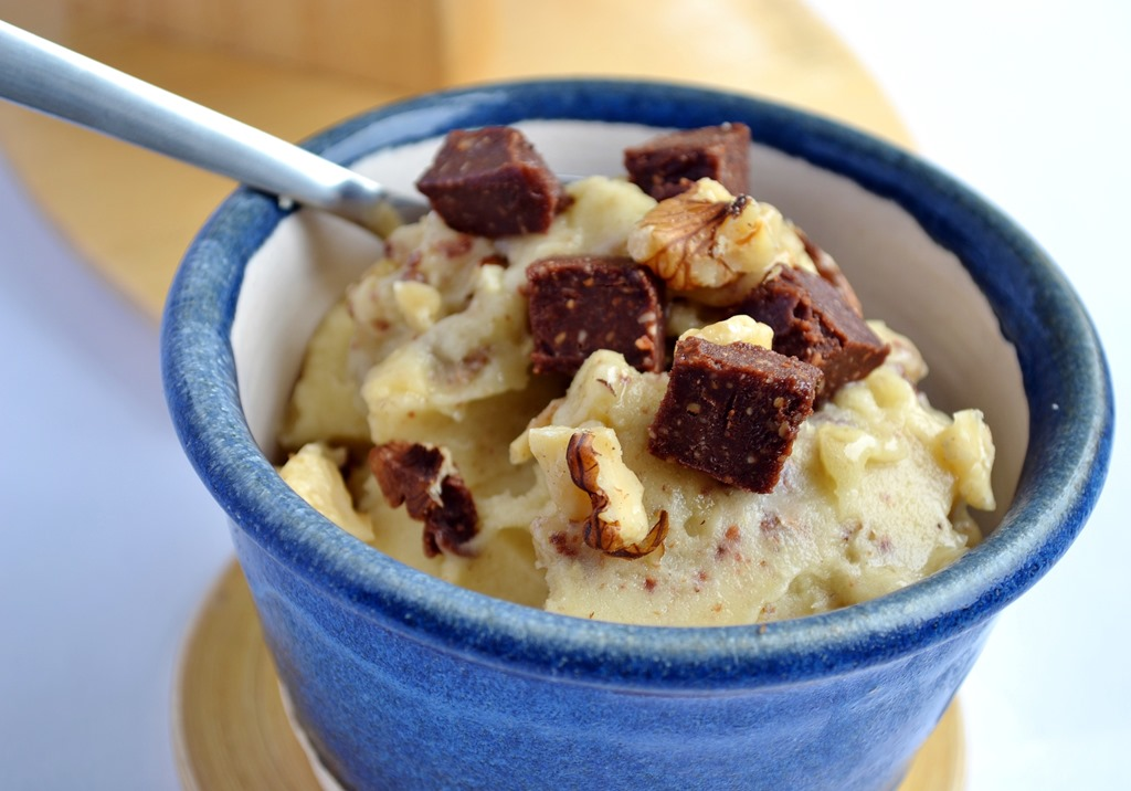 "10-Minute Raw Vegan ""Chunky Monkey"" Ice Cream 