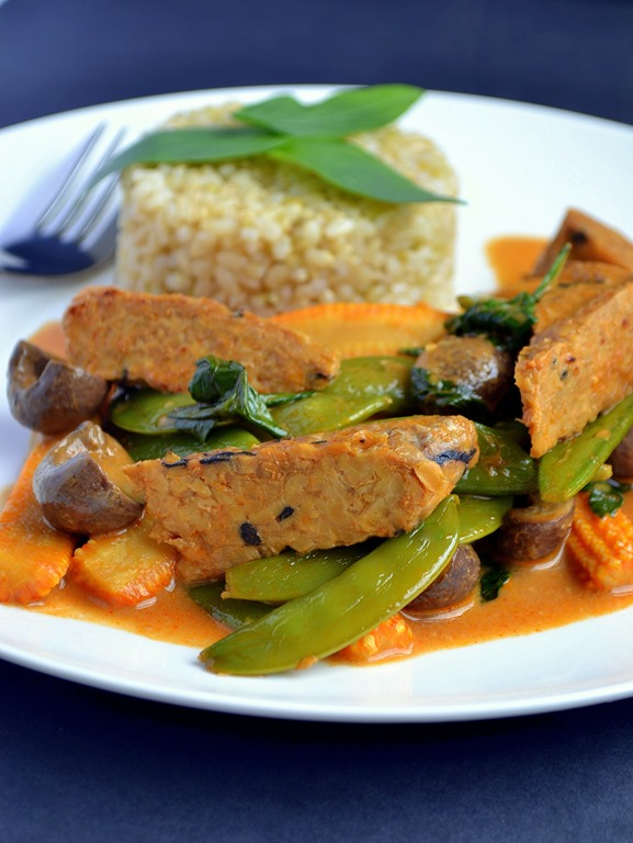 Thai tempeh vegetable red curry coconut and berries thai tempeh vegetable red curry forumfinder Images
